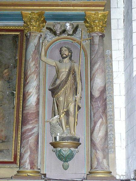 Église Saint-Julien du Mans de Couesmes-en-Froulay, commune de Couesmes-Vaucé (53). Maître-autel. Statue de Saint-Jean-Baptiste.