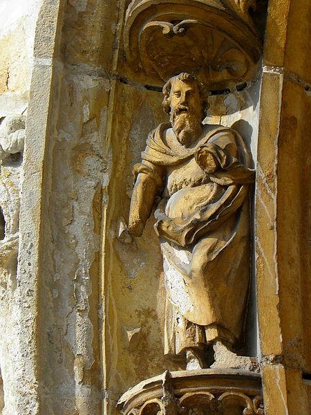 Église Saint-Martin de Courtisols (51). Détail d'une des voussures du portail du croisillon sud.