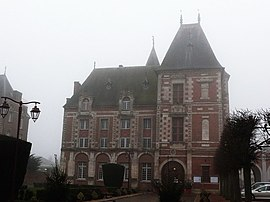 The town hall in Crèvecœur-le-Grand
