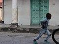 Dans la rue à Tanga, Tanzanie.jpg