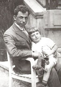 David Bergelson with son Lev.jpg