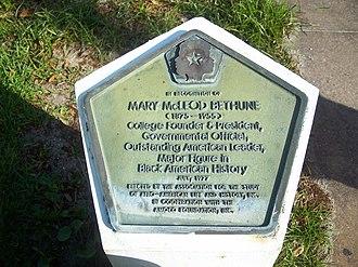 Mary McLeod Bethune Home - Image: Daytona Beach Bethune house plaque 02