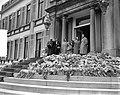De koninklijke familie staat op het bordes van paleis Soestdijk ter gelegenheid , Bestanddeelnr 907-7258.jpg