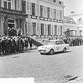 Defilé langs het bordes van auto's die aan Tulpenrallye hebben deelgenomen, Bestanddeelnr 917-7139.jpg