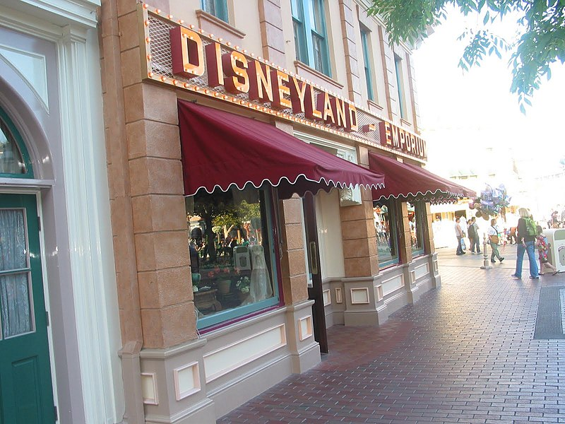 File:Disneyland Emporium - panoramio.jpg