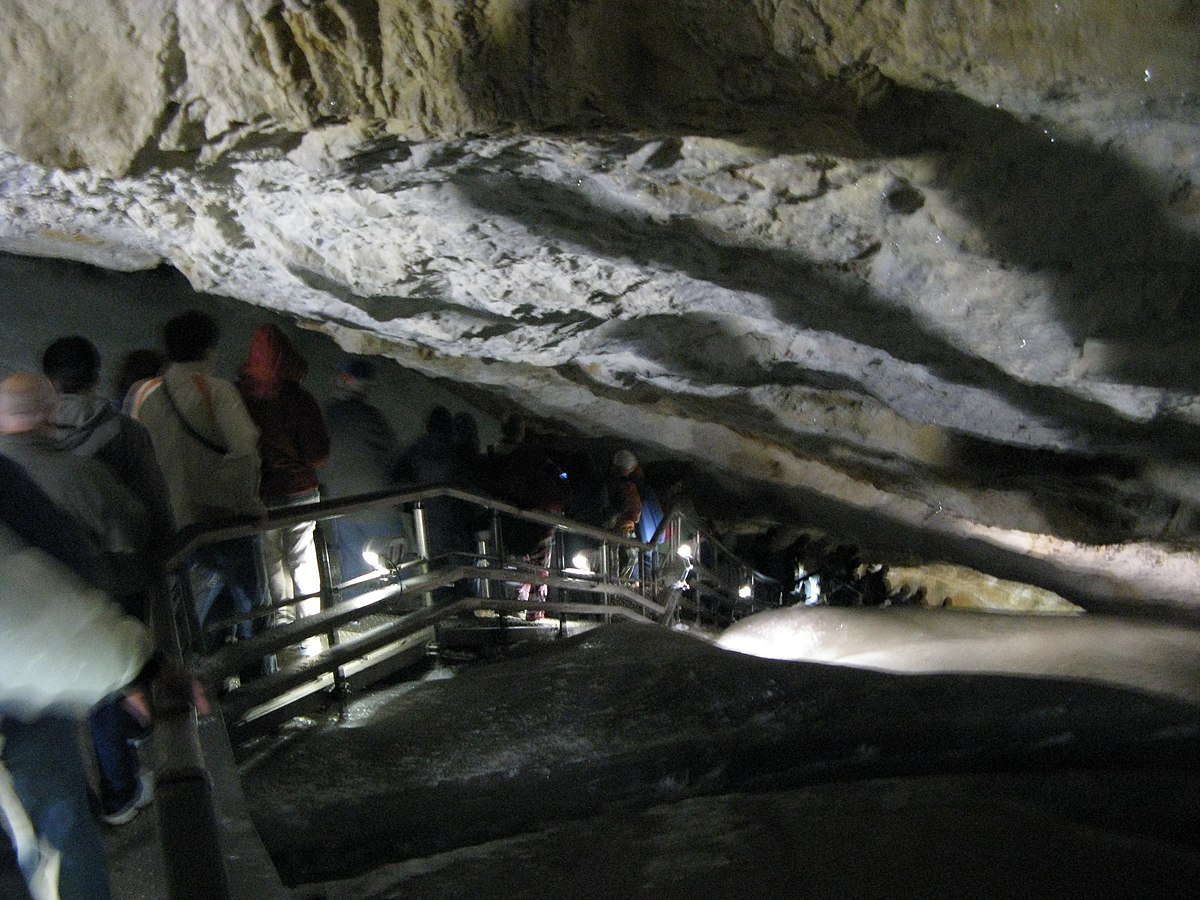 Dobšinská ľadová jaskyňa stairway.jpg