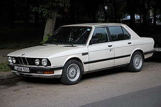 BMW E28 524td, the first mass-produced passenger car with an electronically controlled injection pump E28 VL de spec.jpg
