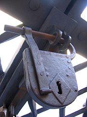 180px-Early_padlock.jpg