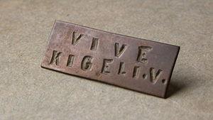 """Kigeli V of Rwanda - Brass lapel pin Vive Kigeli V """"Long Live Kigeli V"""""""