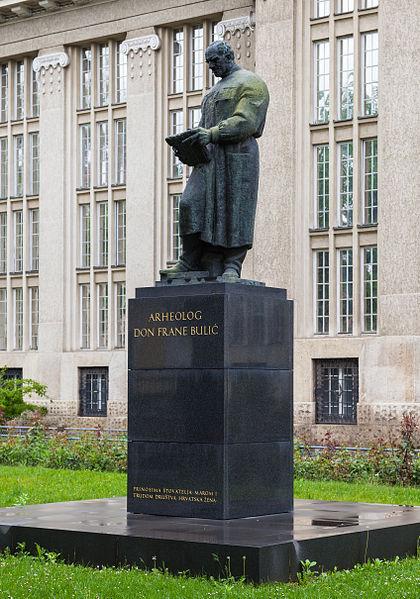 File:Estatua de Frane Bulic frente al Archivo Nacional, Zagreb, Croacia, 2014-04-20, DD 01.JPG
