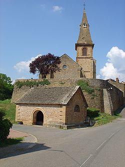Le lavoir et l'église du bourg