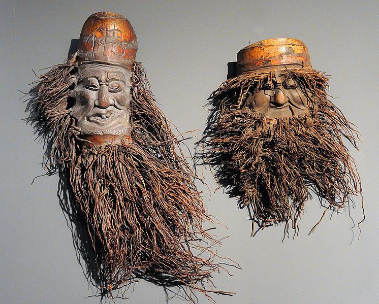 File:Exposción de máscaras en el Museo del Carnaval.jpg