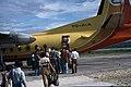 Flores-12-Flugplatz-Einstieg ins Flugzeug-1980-gje.jpg