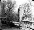 Fontaine avec balustrade sur une terrasse (6262694147).jpg