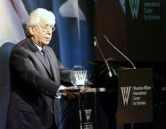 Frank Lowy - Lowy receiving the Woodrow Wilson Award for Corporate Citizenship in 2005