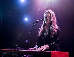 Freya Ridings in Los Angeles.jpg