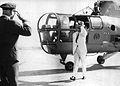 Frondizi en la base aérea de El Palomar (1960).jpg