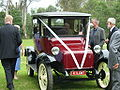 Front shot - Detroit Electric 1917 taken in Maffra, Vic, 2007.jpg