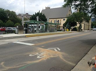 Silver Line (Grand Rapids) - View of the southbound station, located on Ransom Avenue. The bus turns left from the right lane with the aid of a dedicated signal. General traffic uses the left lane to turn right or left.