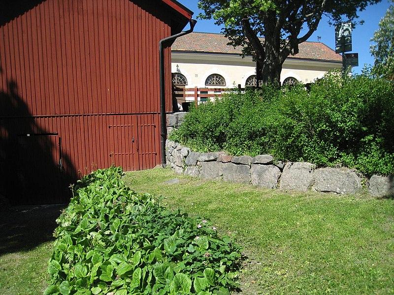 Görvälns gård, Stallet and finvagnslider, 2015.jpg