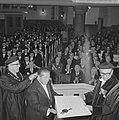 Gerrit Rietveld (l) en prof. J. H. van den Broek (r), Bestanddeelnr 915-9350.jpg