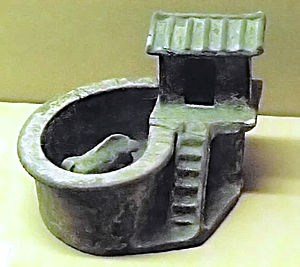 Pig toilet - Model of toilet with pigsty (China, Eastern Han dynasty 25 - 220 AD).