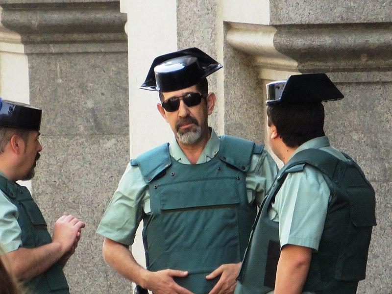 File:Guardia civil in Madrid 01.JPG