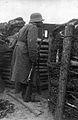 Guerre 14-18-Sentinelle allemande dans la tranchée-vers1915.JPG