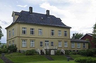 Gulskogen Manor - The rear of Gulskogen Manor in July 2017