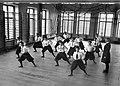 Gymnastik. Flickor i vita blusar och vida svarta knäbyxor. Nya Flickskolan, Sala - Nordiska Museet - NMA.0041157.jpg