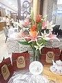 HK 西營盤 Sai Ying Pun 明星海鮮酒家 Star Seafood Restaurant 人造花 artificial flowers 百合花 white n pink August 2017 Lnv2 03.jpg
