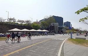 Hangang Park - Image: Hangang Park Cycling Path 201604