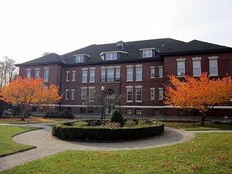 Montserrat College of Art - Hardie Building on Beverly Common