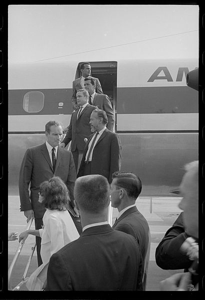 File:Harry Belafonte and other Hollywood actors arrive by chartered plane.jpg