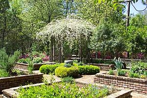 Mobile Botanical Gardens - Image: Herbgarden