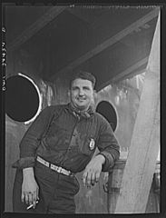 Higgins shipyards worker 8d39906v.jpg