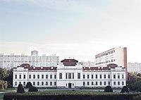 Hlavní budova.jpg