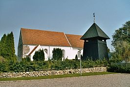 Holbøl (Aabenraa), the village church and the bell tower.jpg