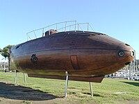 Une réplique du Ictineo II près du port de  Barcelone