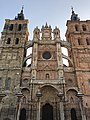 Iglesia Catedral de Santa María in Astorga by Morning.jpg