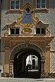Innenhof und Eingangstor des Stifts St. Peter in Salzburg 02.jpg