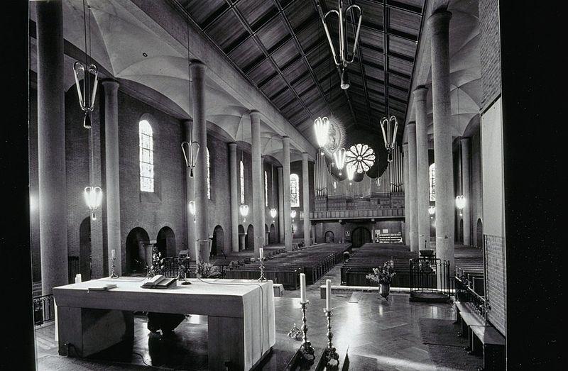 file interieur overzicht richting het orgel horst