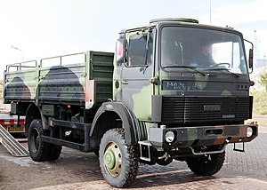 Daf f218 series wikivisually club of four iveco magirus military truck with the club of four cab fandeluxe Choice Image