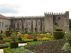 Mediaeval wing (14th century) of the Archbishop's Palace of Braga with Saint Barbara's Garden.