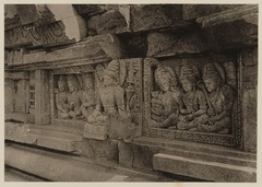 KITLV 40040 - Kassian Céphas - Reliefs on the terrace of the Shiva temple of Prambanan near Yogyakarta - 1889-1890.tif