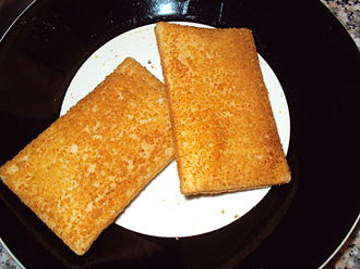 Kaassoufflé - Rectangular kaassoufflés on a plate.
