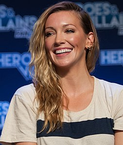Katie Cassidy and Paul Blackthorne HVFF 2016 02 (cropped).jpg