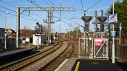 Kilwinning railway station. View north from Largs line platforms, North Ayrshire, Scotland.jpg