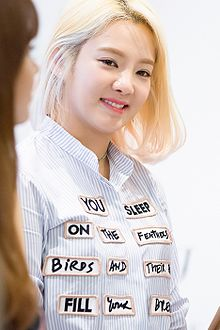 Kim Hyo-yeon at a fanmeet of Lotte Department Store Casio in June 2016.jpg