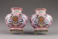 """Kinesiska porslinshängvaser i rosa från 735-1795 med kinesiska tecknet """"shou"""" (långt liv) - Hallwylska museet - 95863.tif"""